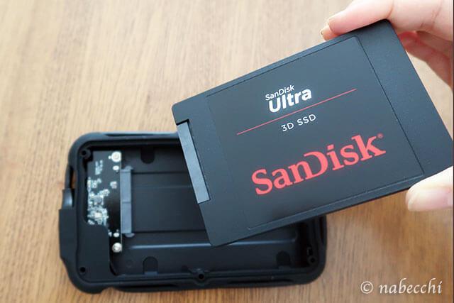SanDiskをineo ハードドライブケースに装着