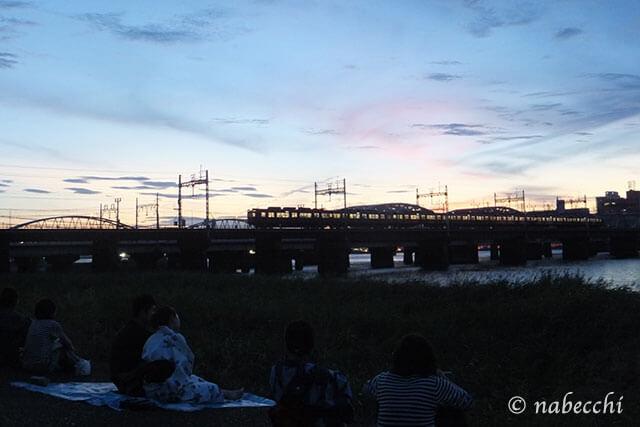 夕暮れ時の淀川中津側河川敷