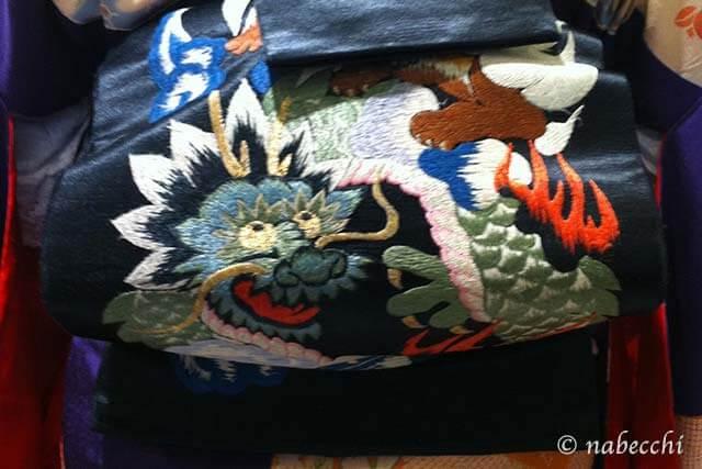龍に獅子の刺繍、黒繻子帯