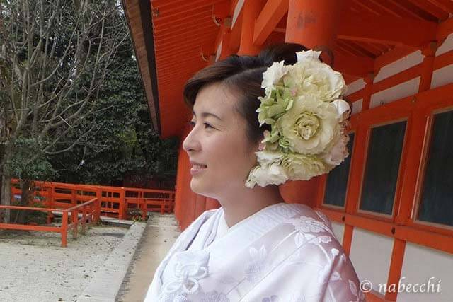 白無垢に大きな生花ヘッドドレス