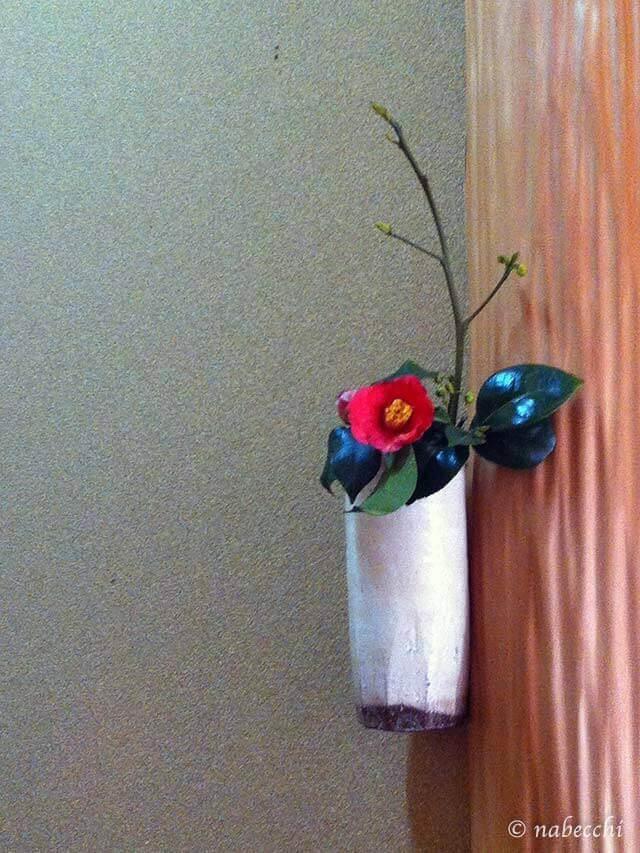 12月の床の間、椿の掛花