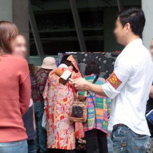 テレ東「YOUは何しに〜」に遭遇。大江戸骨董市は外国人にも大人気