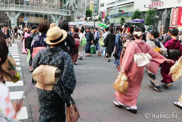 渋谷スクランブル交差点 着物