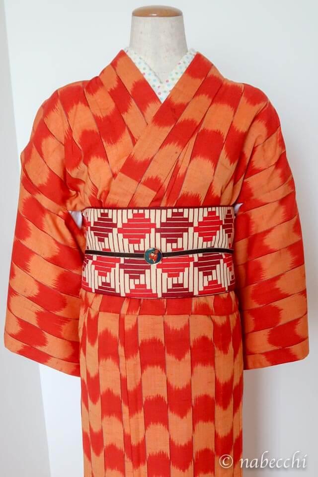オレンジ矢絣柄ウール着物 × 幾何学柄半幅帯