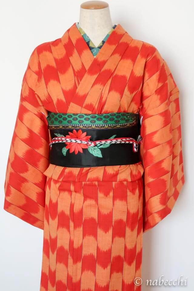 オレンジ矢絣柄ウール着物 × 黒繻子アンティーク名古屋帯