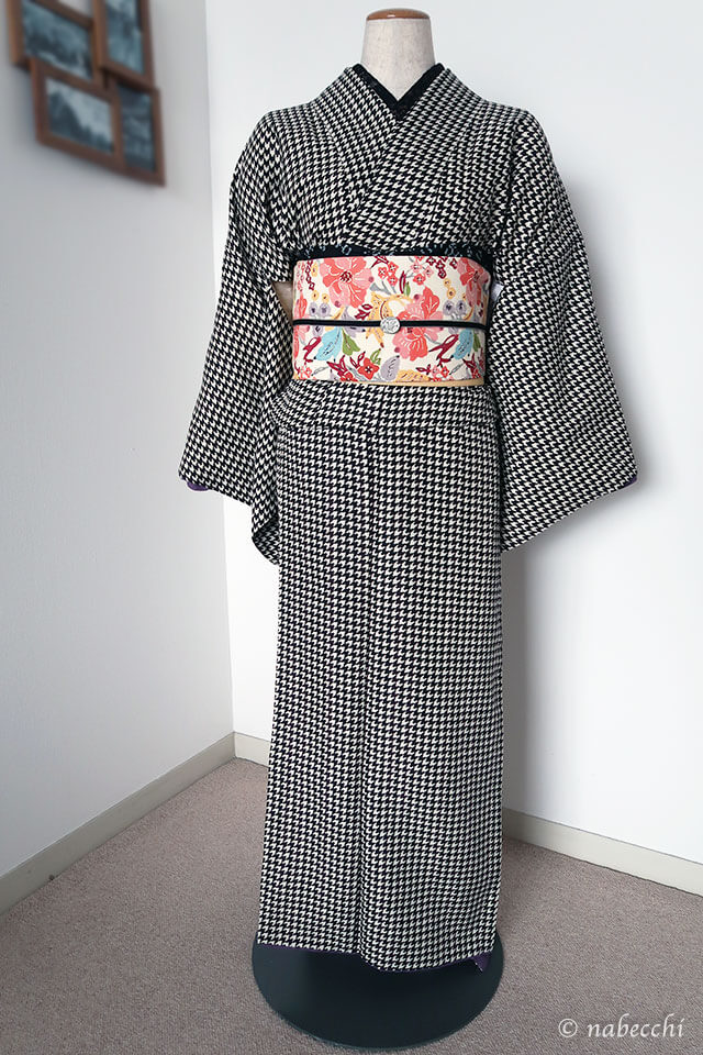 紅型名古屋帯×千鳥格子ポリエステル着物 帯周り黒系コーディネート