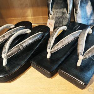 カレンブロッソの黒草履がカッコイイ。 東京キモノショーで一目惚れ