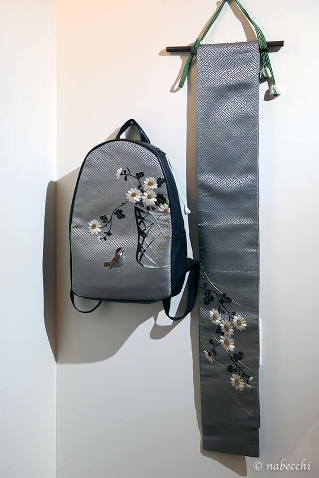 帯バッグ「ぬいもの屋 個々展」雀刺繍リュック
