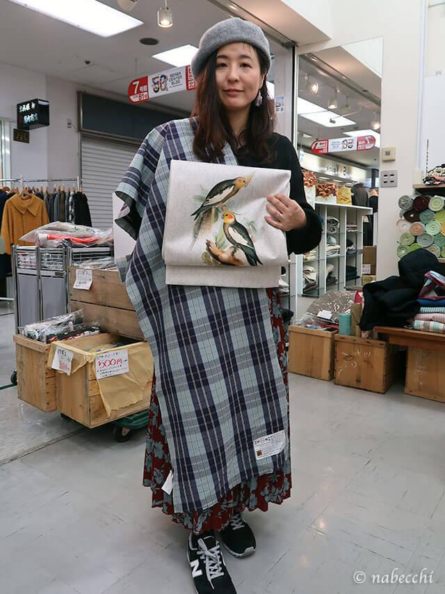 青系伊勢木綿と白地鳥柄名古屋帯の組み合わせ ゴフクヤサン・ドットコム居内商店