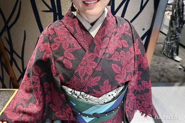 JOTARO SAITO着物 ベージュのラメ半衿にバラ柄帯揚げ