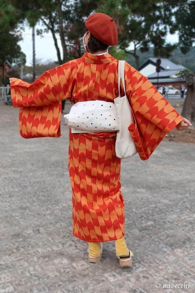 オレンジのウール着物×ベレー帽コーディネート