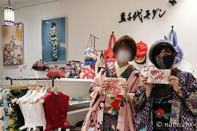 豆千代モダン新宿店ファイナルセールでお揃いのゆり半衿を購入
