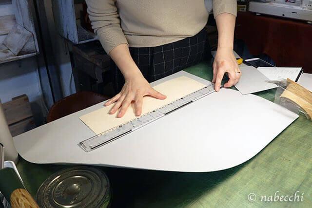 大きな紙から型紙用紙を切り出す