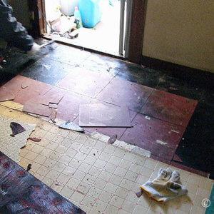 『終末医療』我が家大改造計画。剥がしてビックリ、台所の床張替え