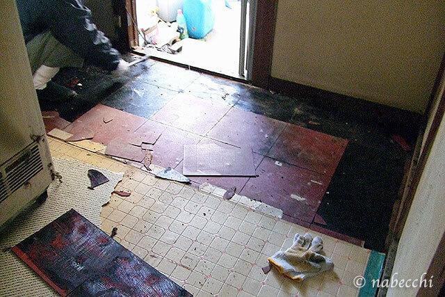 台所の床張替え リフォーム シートを剥がす