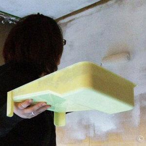 金がないなら自分で塗ろう。布張り壁へのペンキ塗り