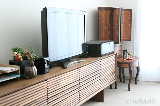 カリモクTVボードと並ぶイタリア製現代仏壇「マリア」