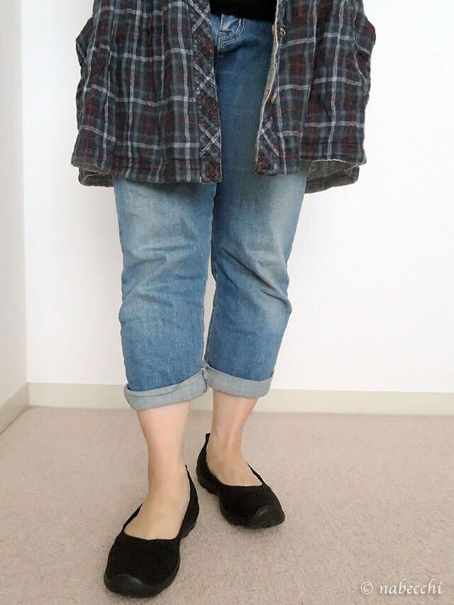 Women's Busy Day Stretch Flat × クロップドデニムパンツ コーディネート