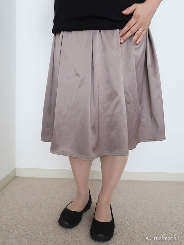 Women's Busy Day Stretch Flat × 膝丈スカート コーディネート
