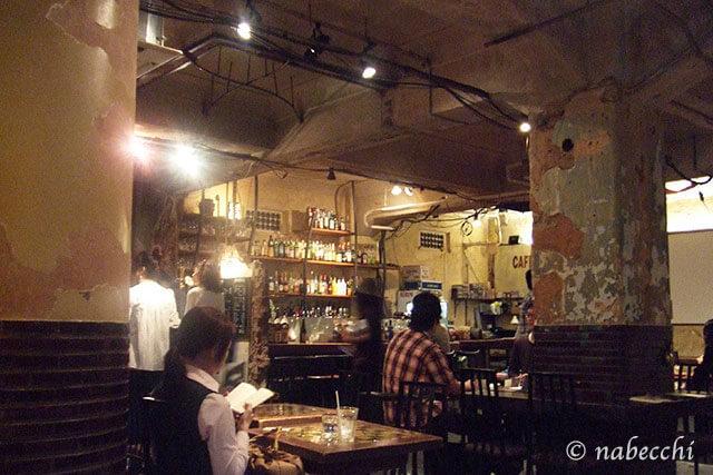 カフェ・アンデパンダン店内