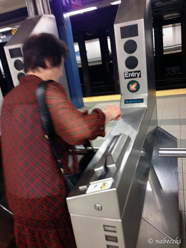 ニューヨーク地下鉄の改札が通れない