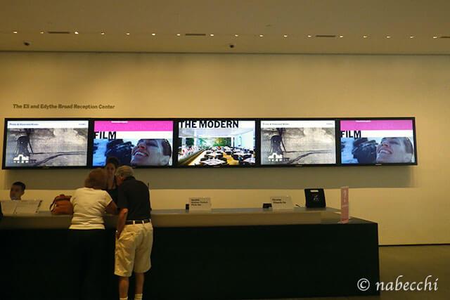 ニューヨーク近代美術館(MOMA) インフォメーションデスク