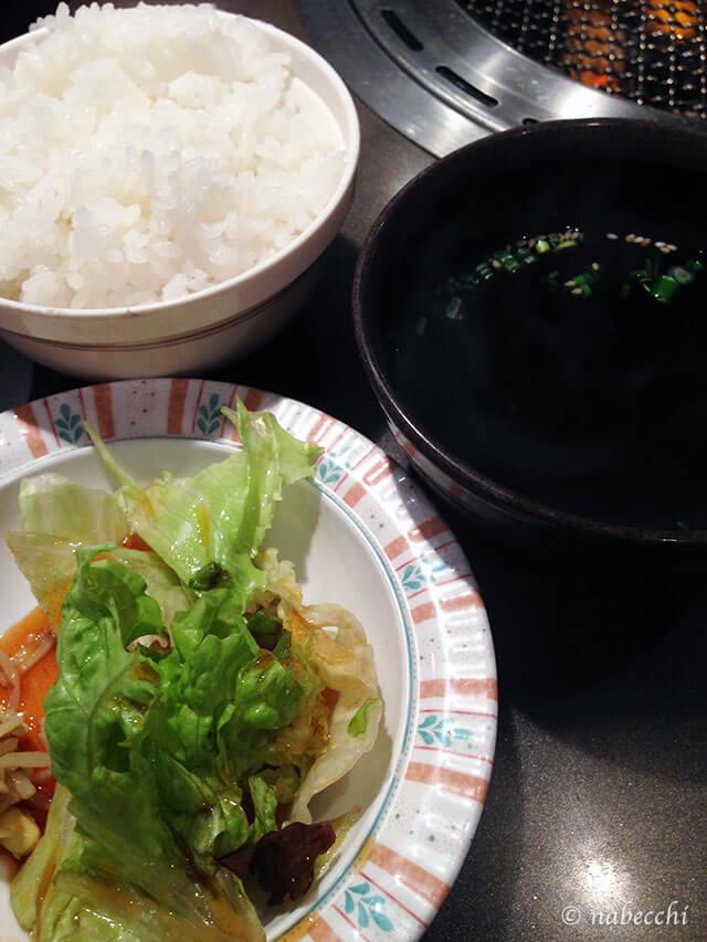 サラダ、ライス、スープ 炭火焼本店「牛一」