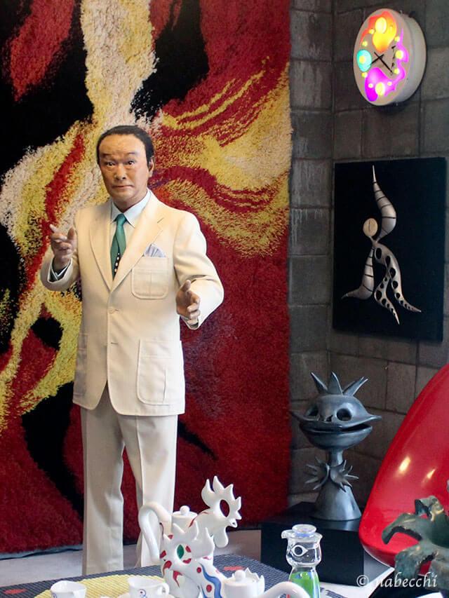 等身大の岡本太郎の人形 岡本太郎記念館