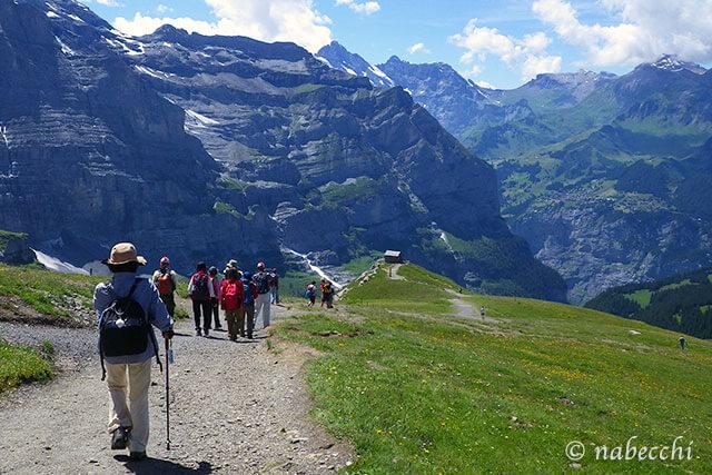 スイス ハイキング ファッション