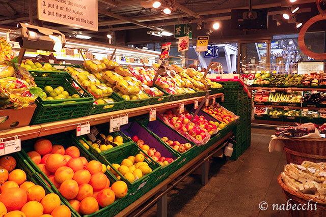 スイス スーパーマーケット コープCOOP フルーツ売り場