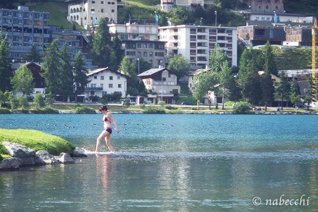 サンモリッツ湖で水着姿