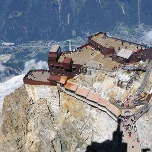 列車とアルプスの花を眺めて!ベルニナ線ハイキング-スイス旅行3日目