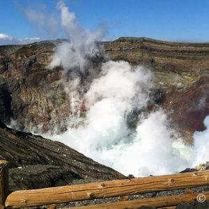 阿蘇山火口見学!モコモコ立ち上る噴煙で赤色ランプ点滅避難