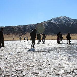 草千里ヶ丘の氷体験と、樹氷きらめく烏帽子岳トレッキング
