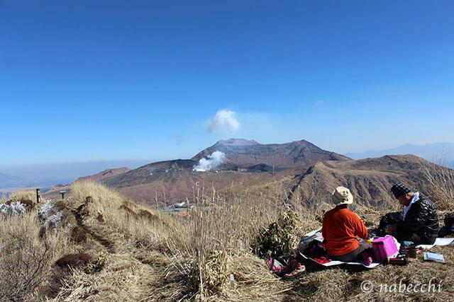 阿蘇 烏帽子岳山頂から阿蘇山の眺め