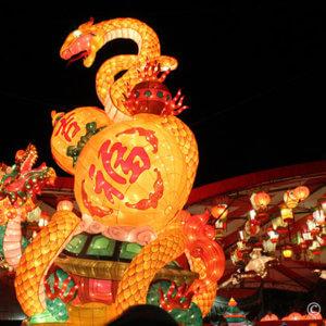 極彩色の祭りに感激、寒さ耐え忍び長崎ランタンフェスティバル