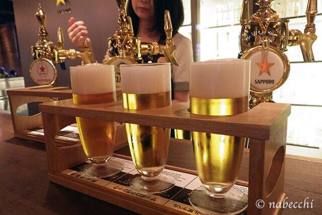 スターホール ビール博物館でビールを注いでもらう