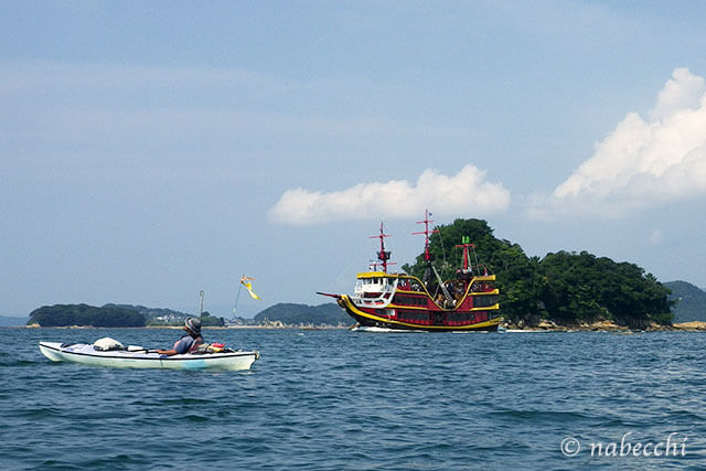 九十九島シーカヤック 海賊遊覧船「みらい」遭遇