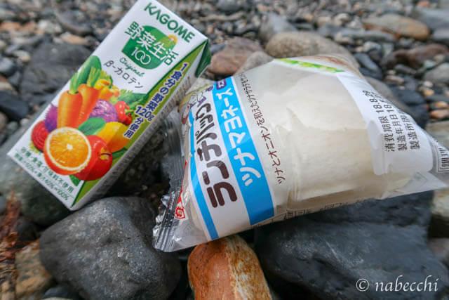 朝食「ランチパック&野菜生活」