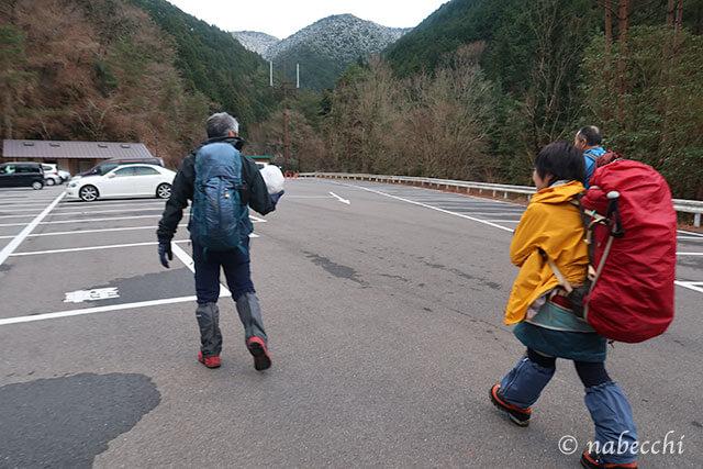 千早ロープウェイ前(バス停)伏見峠登山口