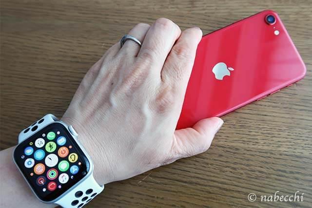 アップルウォッチ5とiPhone SE